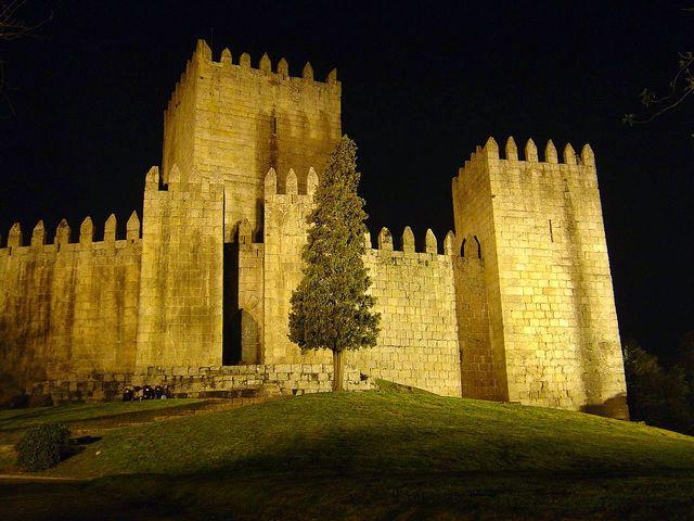 tortas de guimarães, toucinho do céu de guimarães, castelo de guimarães, D. Afonso Henriques