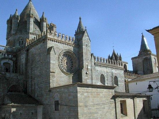 Catedral de Évora, Pão Rala, Doces de Évora